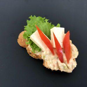 vegán franciasalátás tofus szendvics