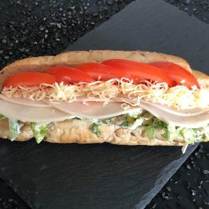 Csirkemell-sonkás-salátás-zárt-szendvics