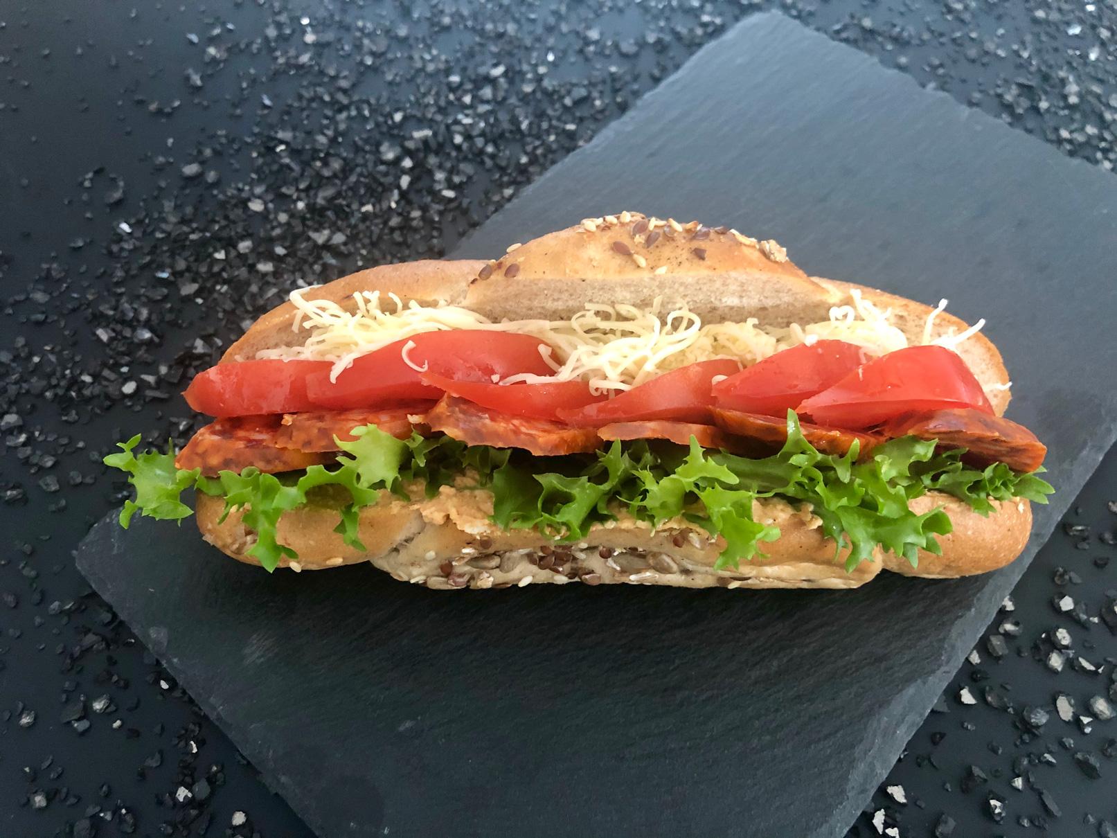 Körözöttes-kolbászos-zárt-szendvics