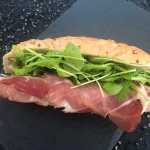 Márványsajtos-feketeerdő-sonkás-zárt-szendvics