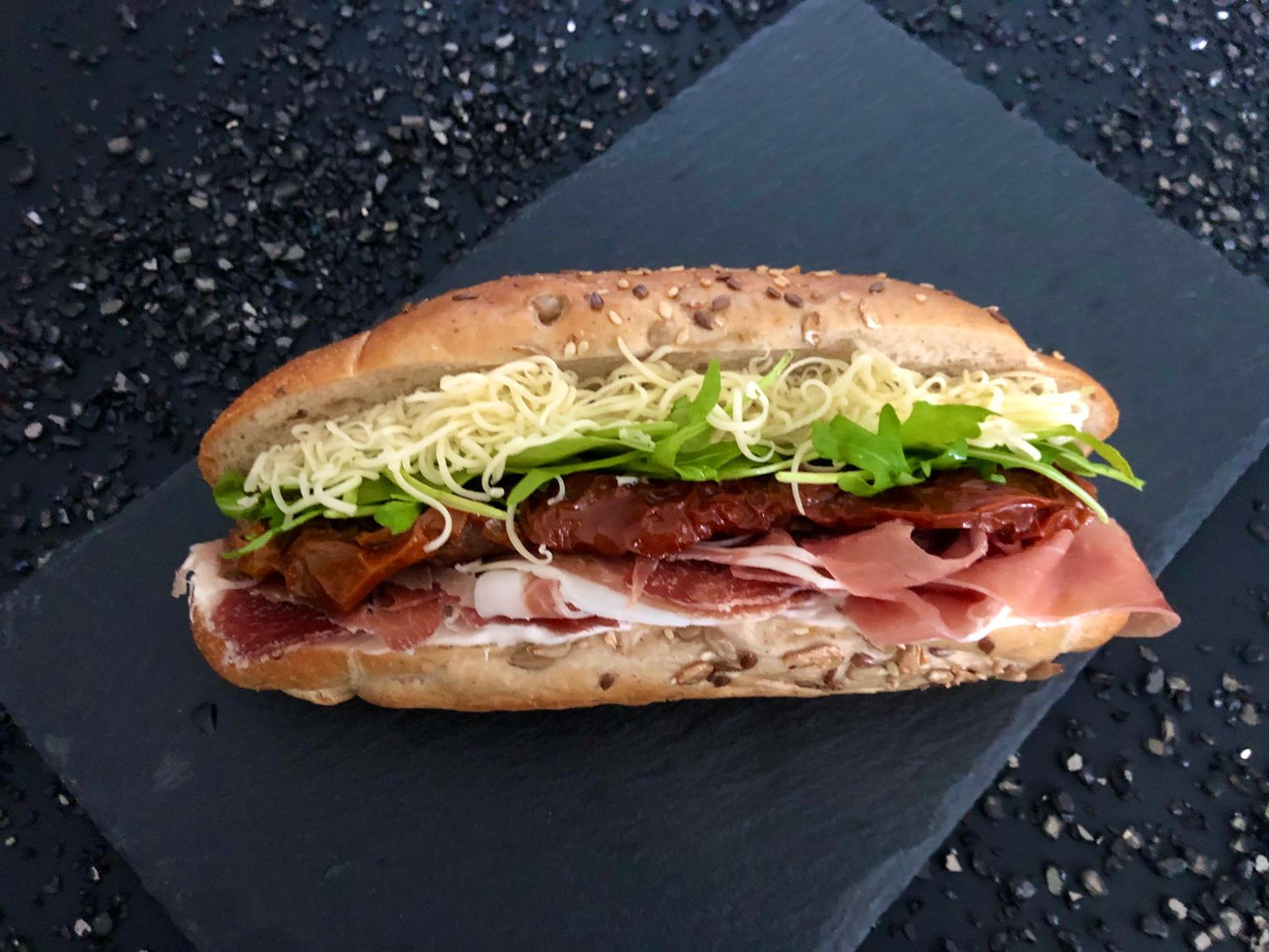Prosciutto-crudo-zárt-szendvics