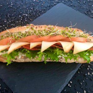 paprikás-szalámis-zárt-szendvics